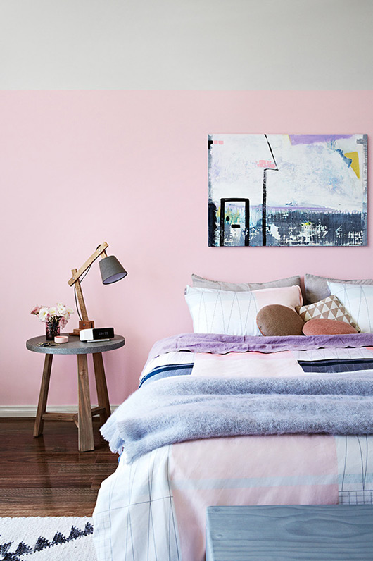 LIVING IN PINK - SF GIRL BY THE BAY- photography by armelle habib + styling julia green via home life.
