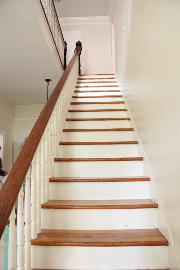 THE STAIRCASE REMAINS BARE...I AM NOT USUALLY THIS INDECISIVE?