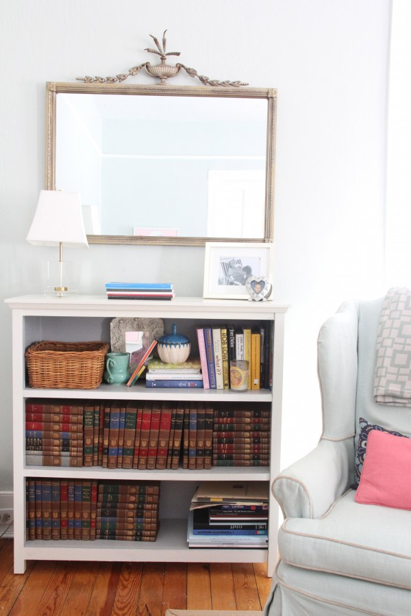 Our current living room bookcase USED to be in Phoebe's room, it is a Pottery Barn Kids one that I painted to try to make it look more grown up...but lets face it...it doesn't! Better than nothing...but just barely!
