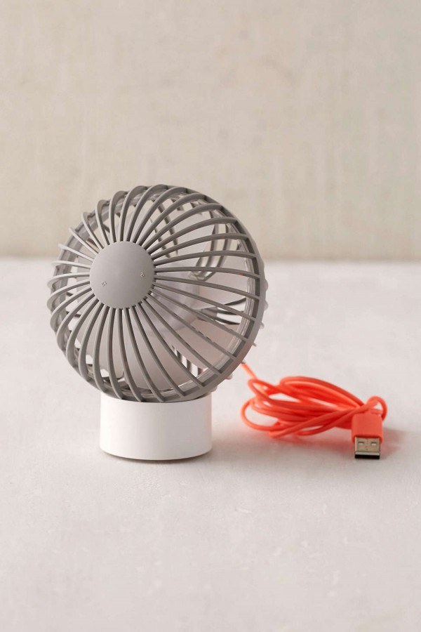 SMALL FAN WHICH PLUGS INOT A USB PORT! URBAN OUTFITTERS