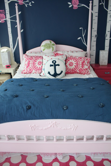 NAVY AND PINK TEEN GIRLS ROOM