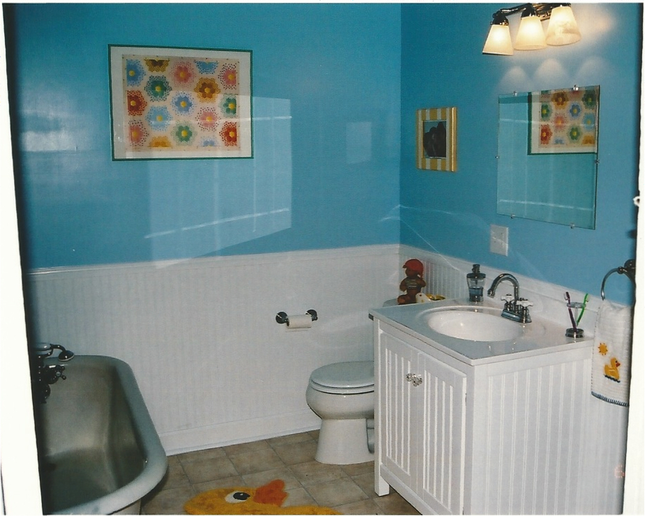 """KIDS BATHROOM - BEFORE(THIS WAS ACTUALLY OUR FIRST """"AFTER""""  - I LOVED THIS ROOM - WHERE ALL THE BABY BATHS HAPPENED!)"""