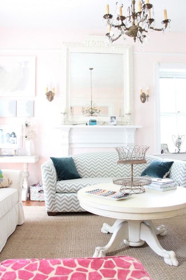 BENJAMIN MOORE PINK CLOUD LIVING ROOM - photo lesli devito