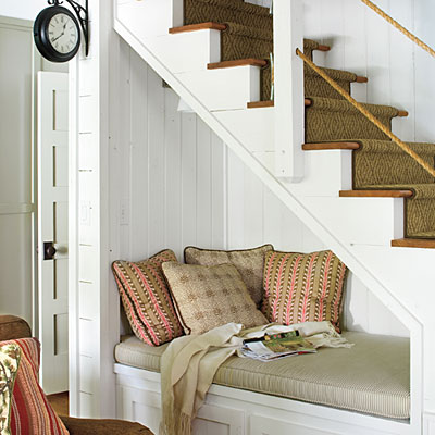 SOUNTERN LIVING UNER THE STAIRSREADING NOOK