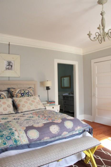 MASTER BEDROOM WITH NO DOOR TO THE BATHROOM...