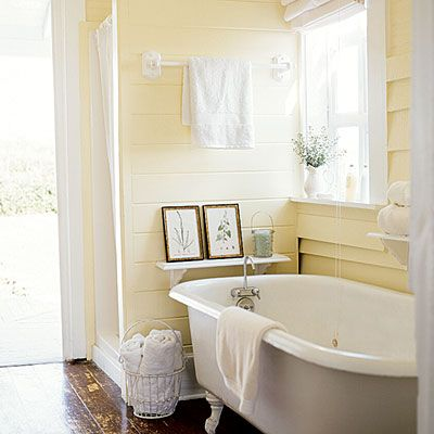 PALE YELLOW BATHROOM