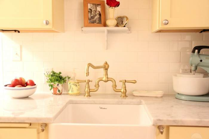 SUZANNE'S KITCHEN IS AMAZING. SHE CHOSE A SOFT YELLOW CABINET AND THE WALLS ARE CLASSIC GRAY