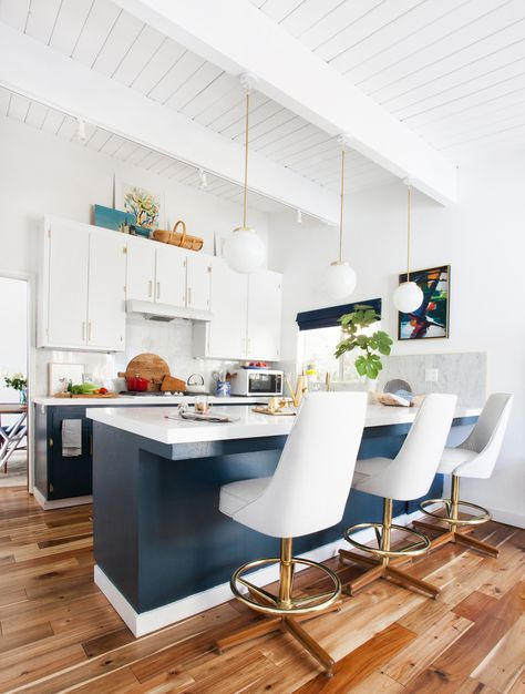 LOVE LOVE LOVE EMILY HENDERSONS KITCHEN MAKEOVER - THE NAVY LOWERS ARE THE BOMB!
