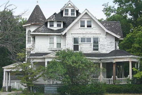 THIS OLD HOUSE - FOR SALE FOR $0 Vacant since 2006, the house was bought in 2012 by the Trumbull County Land Bank, which is offering it for free to anyone with a plan—and the means—to restore the home in accordance with its guidelines.