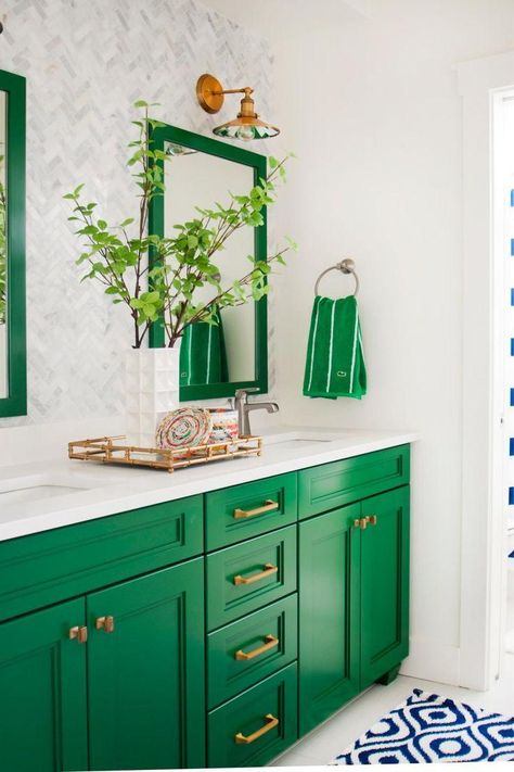 HGTV - PREPPY KITCHEN