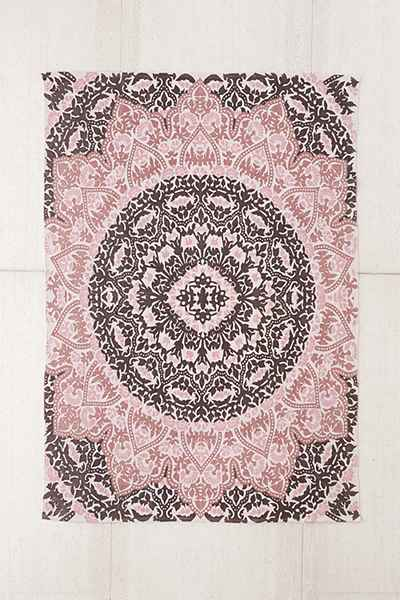 PLUM AND BOW RUG URBAN OUTFITTERS