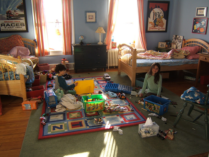 THE BOYS ROOM. PHOEBE AND COOPER PLAY LEGOS.