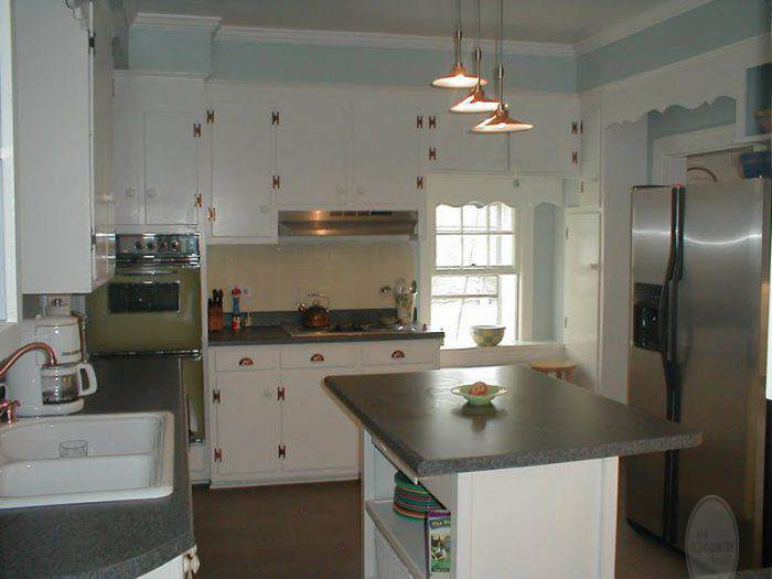 KITCHEN WITH THE AVOCADO OVEN!